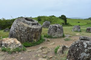 Die Tonkrüge bei Phonsavan. Wozu dienten sie?