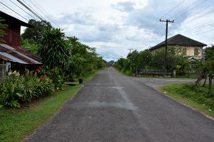 Verschlafen liegt die alte Königsstadt Champasak in einer Ebene am Mekong.