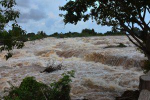 Auf Hunderten Metern Breite stürzt ein Teil des Mekongs den Kohn Phapheng Wasserfall in die Tiefe.