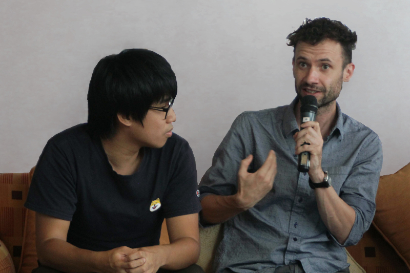 Foto: Matthias Haberl. Matthias Haberl (rechts) gemeinsam mit dem Arbeitsrechtsexperten Pak Kin Wan aus Hongkong