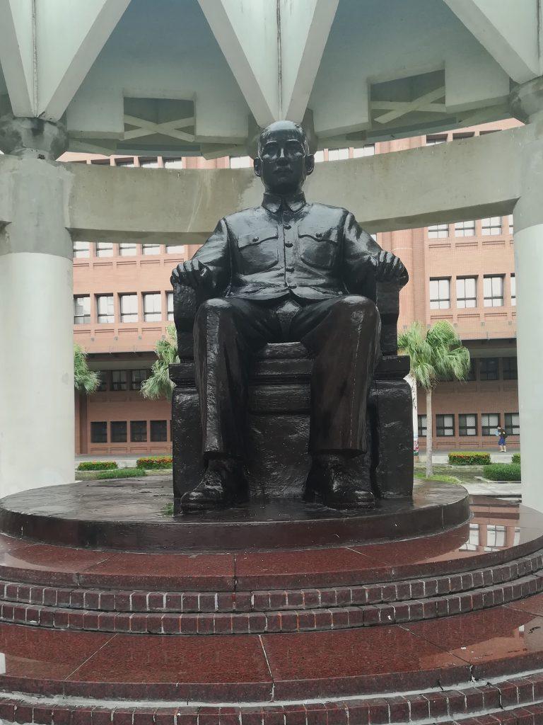 Sun Yat-sen Statue nach Entfernung der Chiang Kai-shek-Statue. Foto: Sarah Laimer.